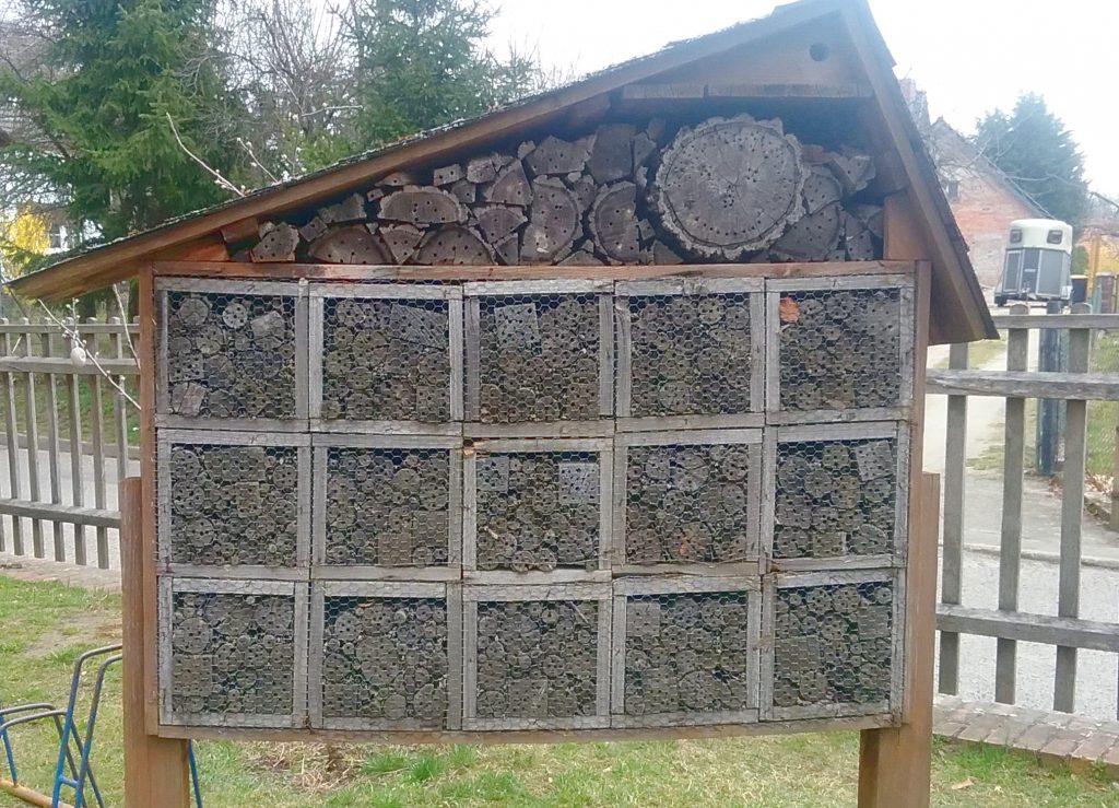 Insektenhotel im Naturkita-Garten